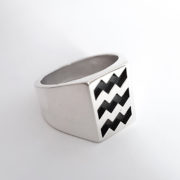 EHV vibes ring by Atelier Maureen Centen