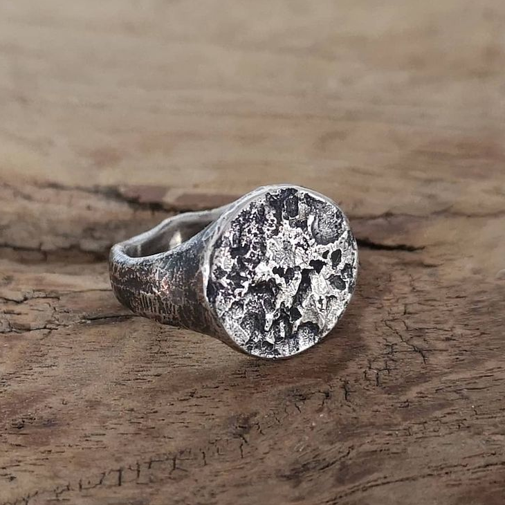 Full moon raw signet ring by Atelier Maureen Centen